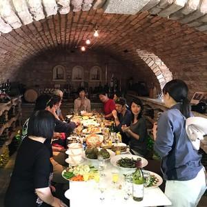 白百合醸造「春のワイン畑作業体験」